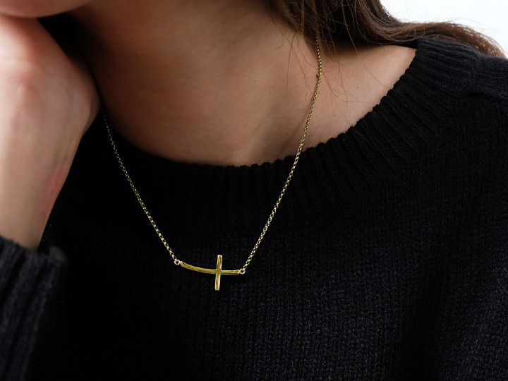 SOVATS SIDEWAYS CROSS YELLOW GOLD NECKLACE