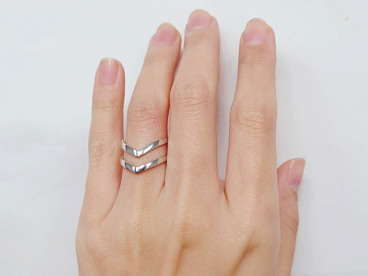 SOVATS DOUBLE CHEVRON RING