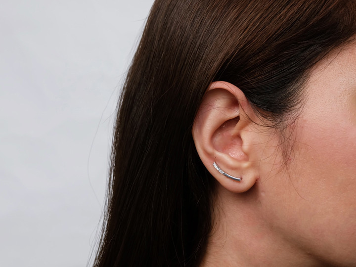 SOVATS BAR CURVED WITH STONE EARRING