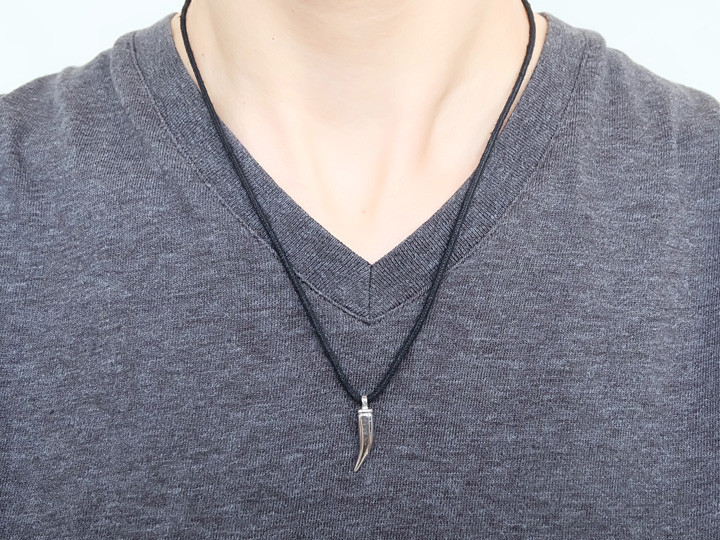SOVATS BLACK TOOTH CORD NECKLACE