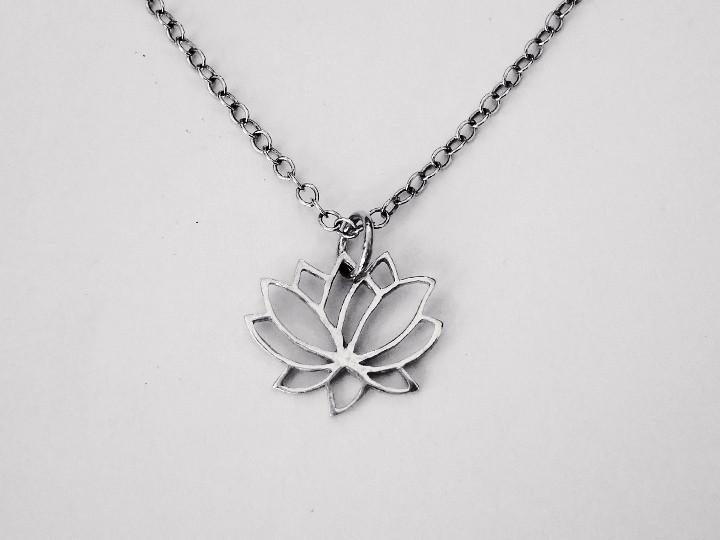 SOVATS LOTUS FLOWER NECKLACE
