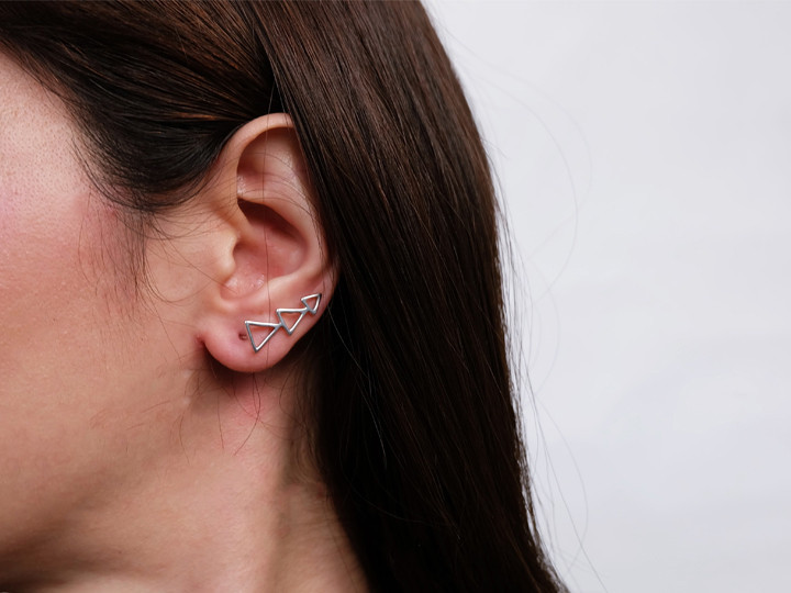 SOVATS TRIANGLE EARRING