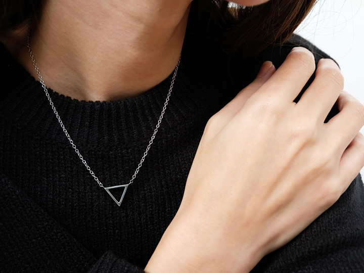 SOVATS TRIANGLE NECKLACE