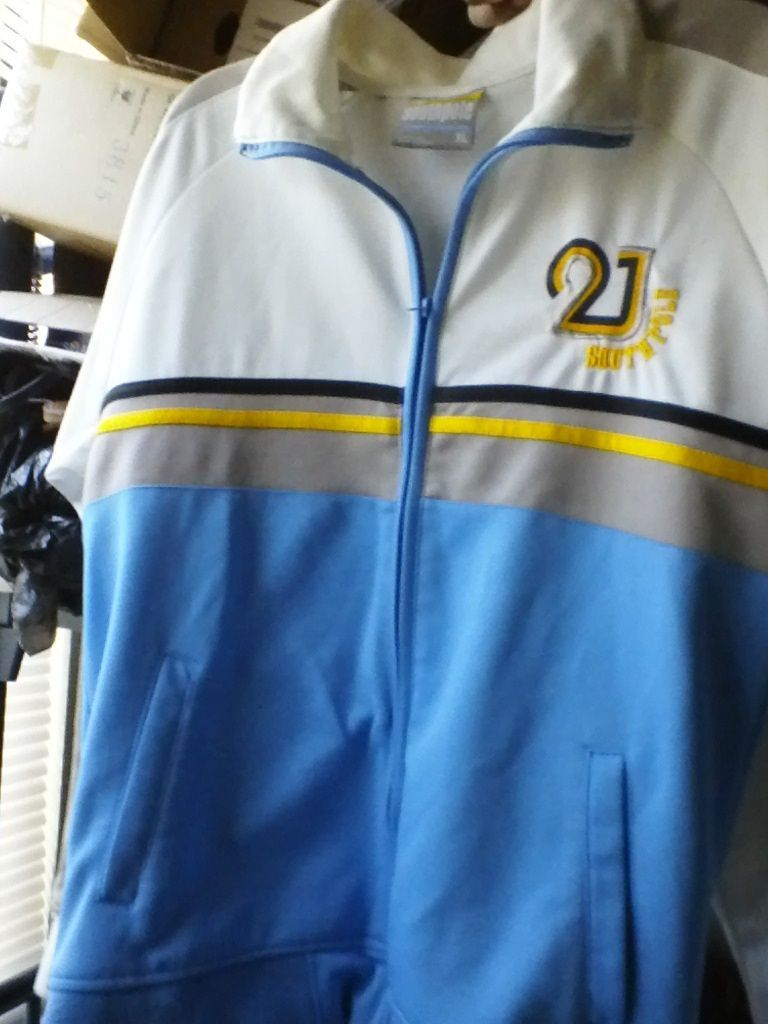 SOUTHPOLE XL FULL ZIPPER WHITE and BLUE N.CAROLINA COLORS 85% POLYESTER
