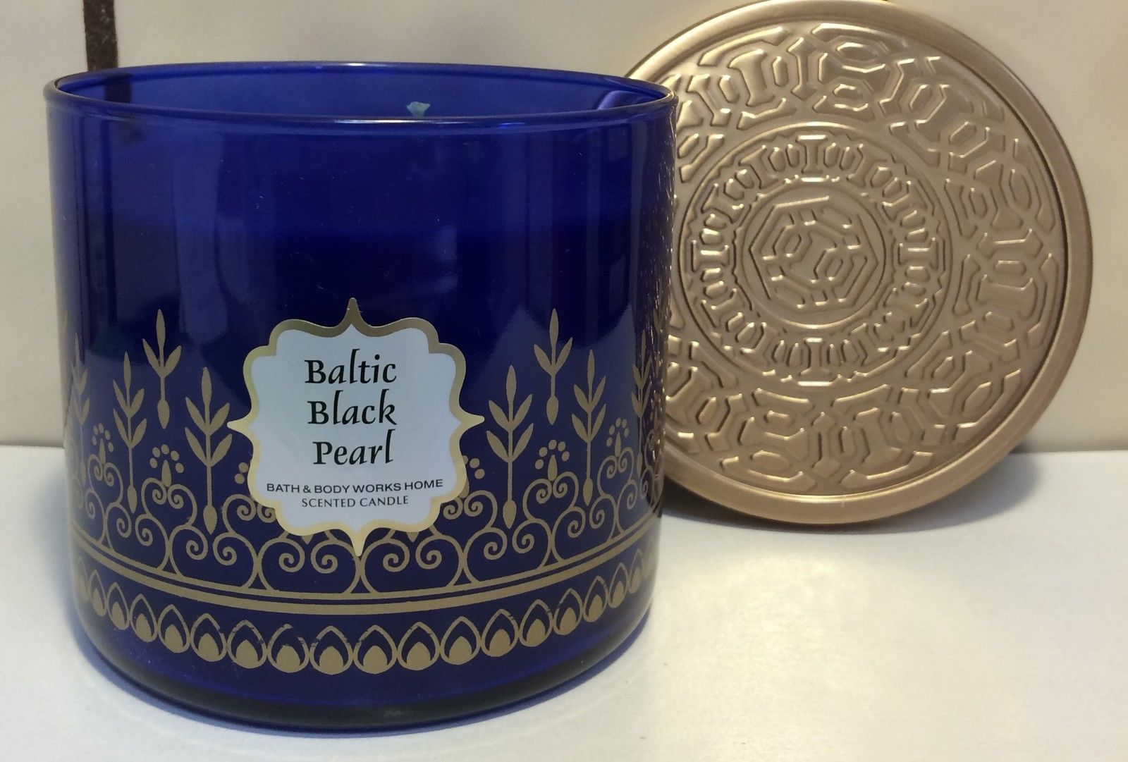 Baltic black pearl candle
