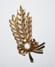 Vintage Signed Sarah Coventry Gold Toned Leaf & Bow with Crystals Brooch... - $12.00