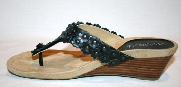 MARKON Black -Cordelia- Flower Detail Wedge Heel Sandals 7-1/2 M  NIB      D71