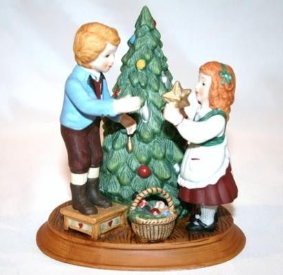 AVON 2nd Edition 1982 Keeping The Christmas Tradition Boy Girl Figurine #958