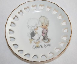 "PRECIOUS MOMENTS Mini Plate 1985  ""Sew in Love"" with Stand in Box  #427 - $10.00"
