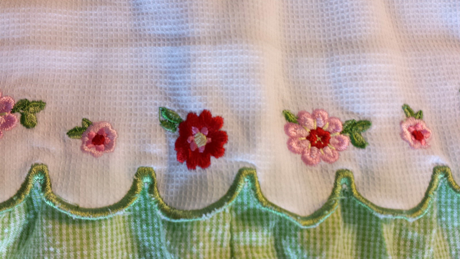 Girl's Size 12-18 M Months Green// White Scalloped Pink Floral Embroidery Romper