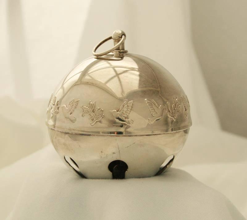 Wallace Silverplate -1977 Mistletoe & Doves- Sleigh Bell Christmas Ornament 1691