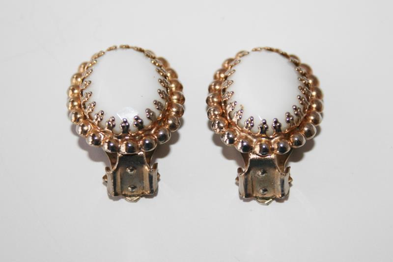 Vintage Oval Milk Glass Gold Tone Clip Earrings J252