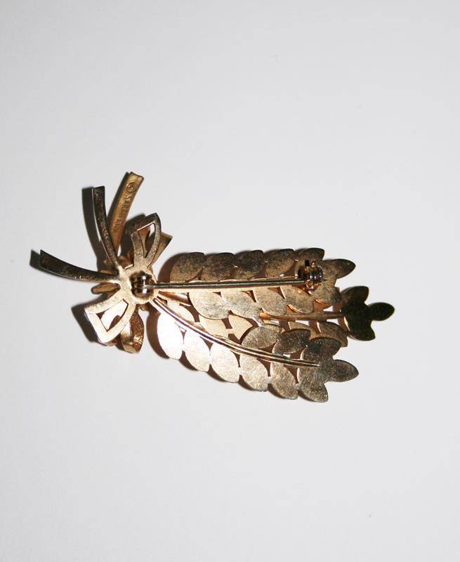 Vintage Signed Sarah Coventry Gold Toned Leaf & Bow with Crystals Brooch  J199GS