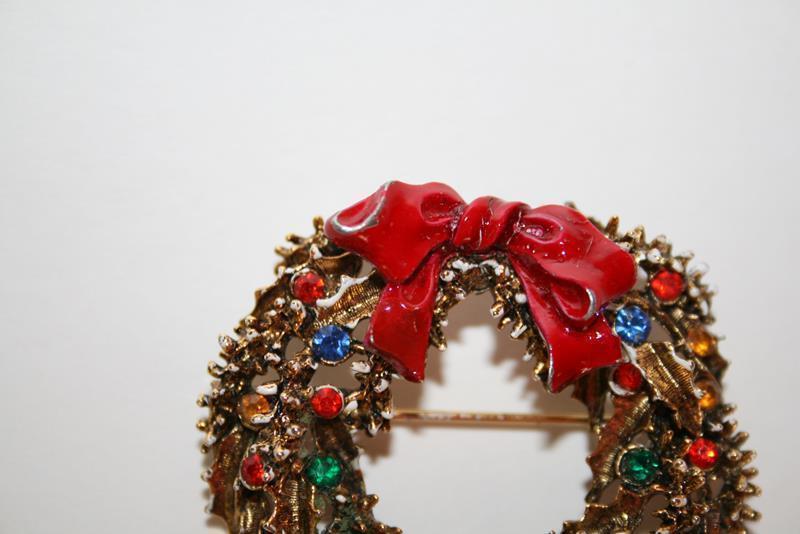 Vintage ART Multi-Colored Rhinestone Wreath Brooch   J205