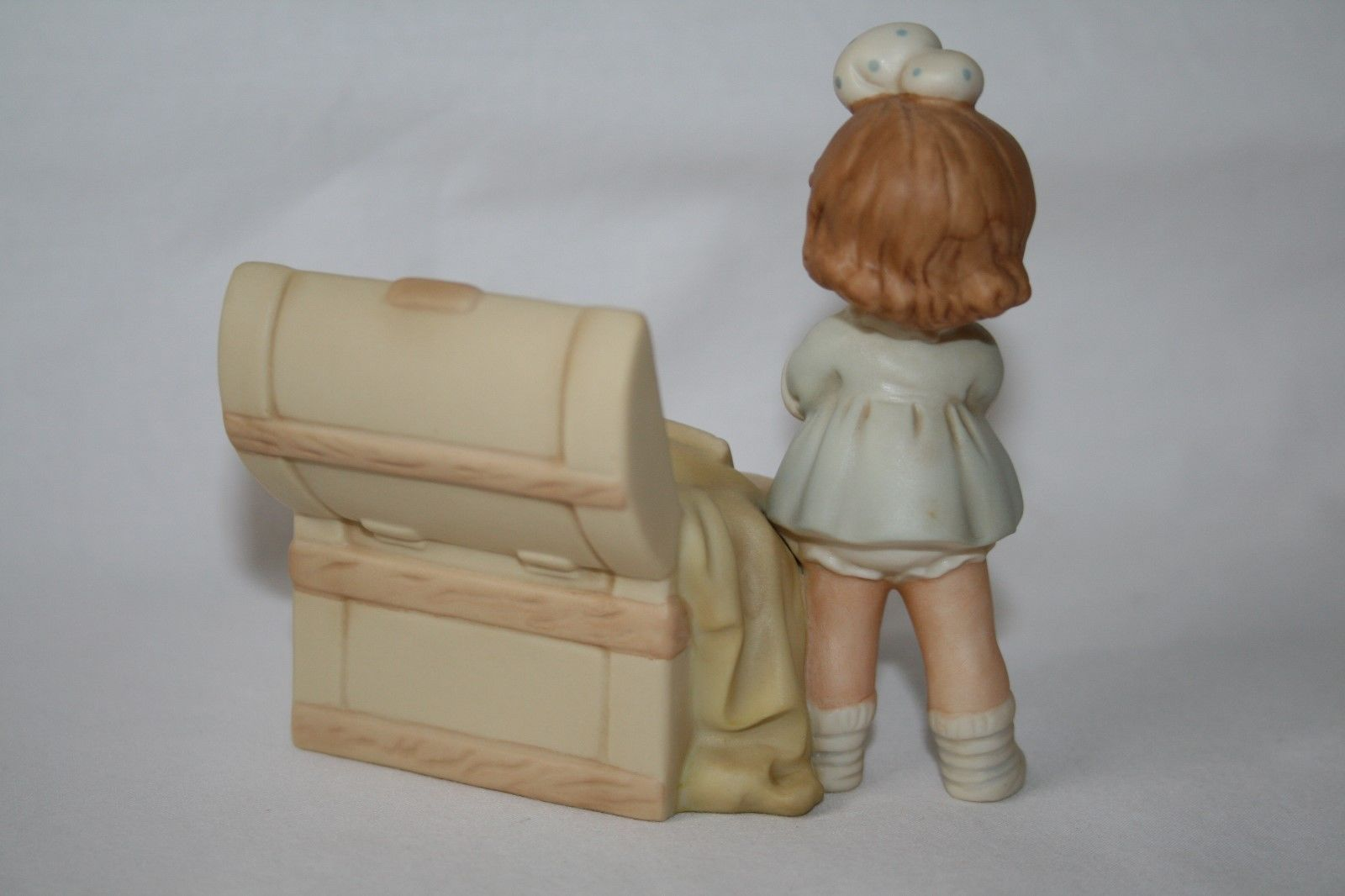 Memories Of Yesterday 1991  Girl With Toy Chest Figurine  #527300  -MIB-