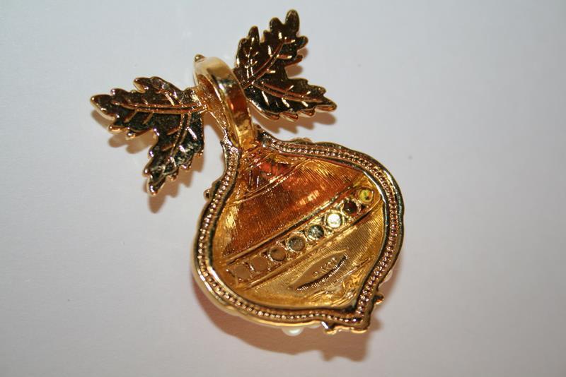 Vintage Avon Faux Pearl Enameled Ornament Pendant (no chain) J208GS