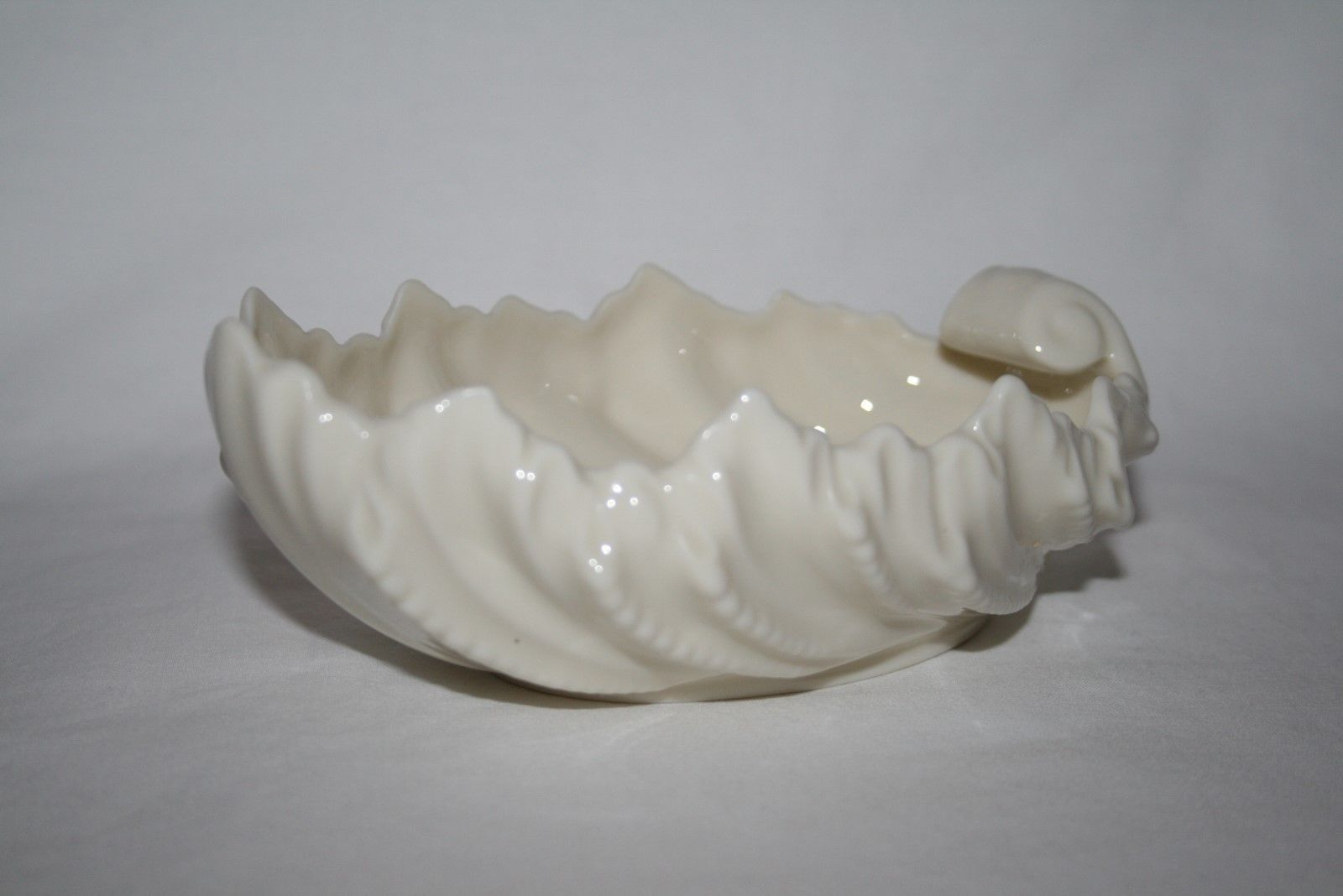 """Vintage Lenox USA Green Mark Solid Ivory 6"""" Acanthus Shell Bowl -Mint-"""