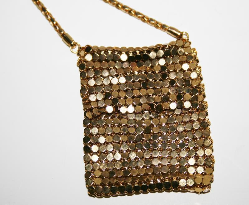 Vintage Unmarked Gold Tone Mesh Coin Purse Necklace  #1930