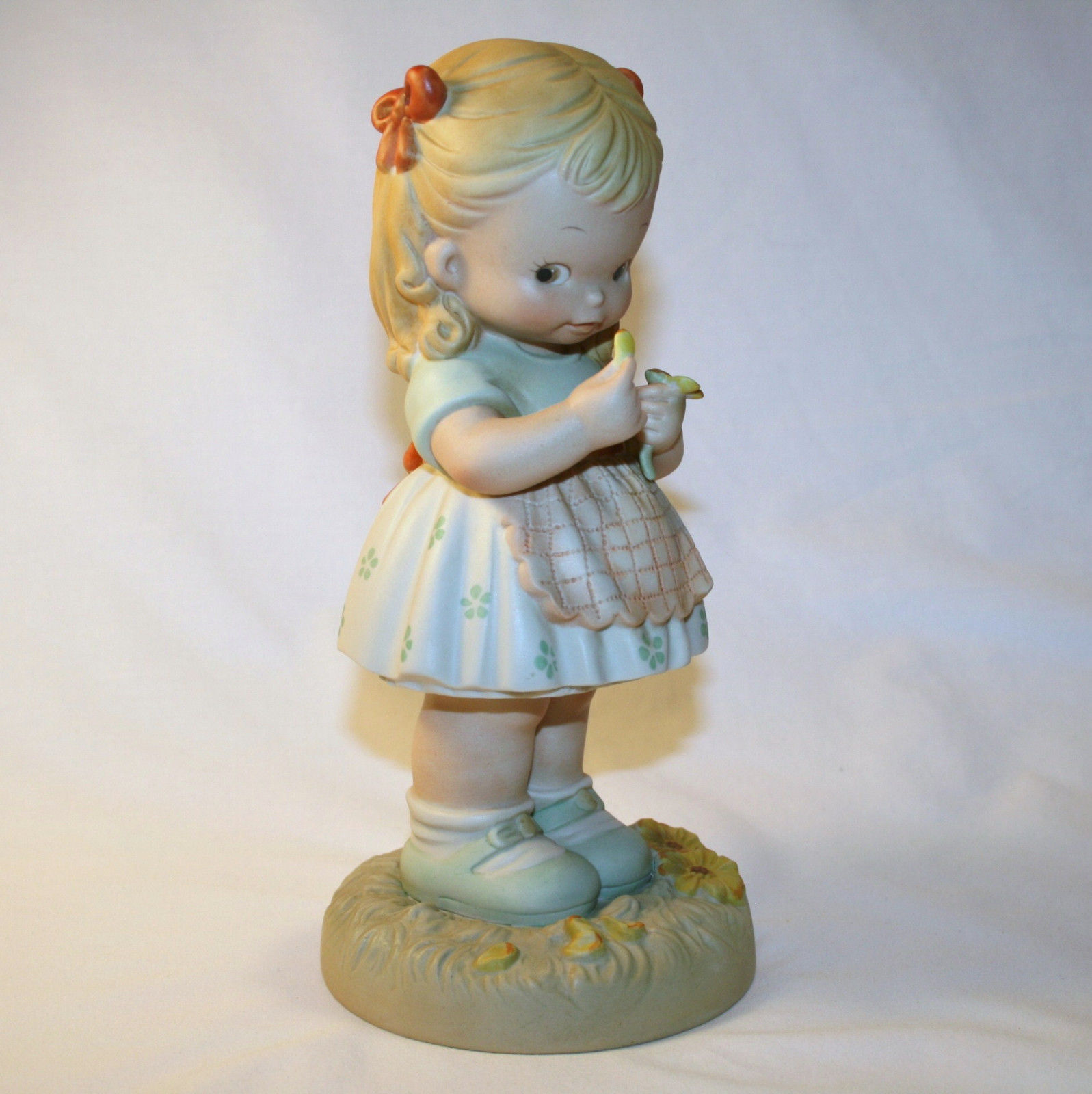 """1990  Memories Of  Yesterday  """"He Loves Me .....""""   #525022  -MIB-  Large  9"""""""