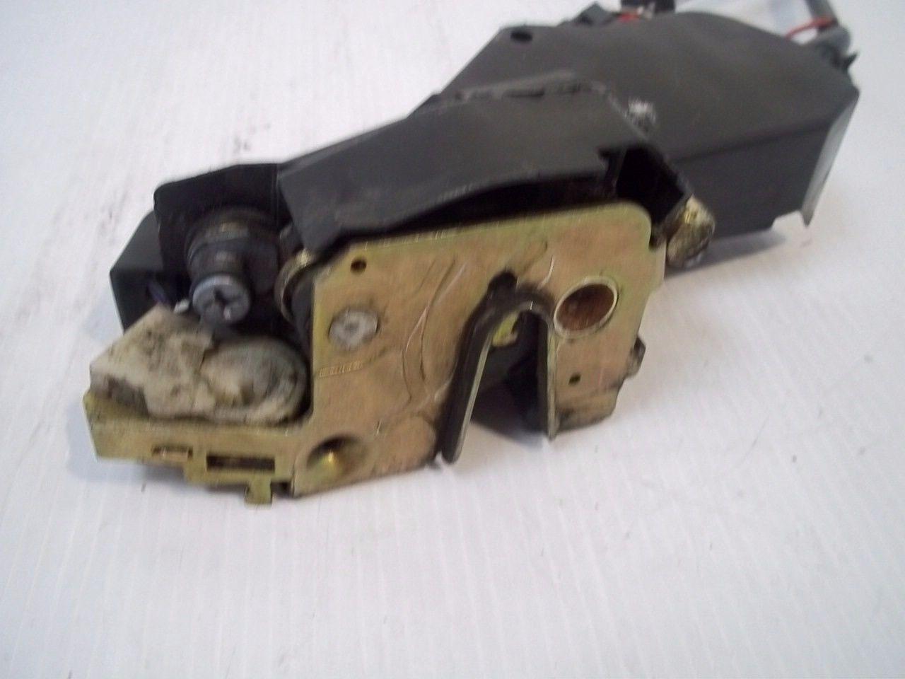 Volvo 850 Turbo 1994 Front Right Door Latch Locking Release Mechanism OEM