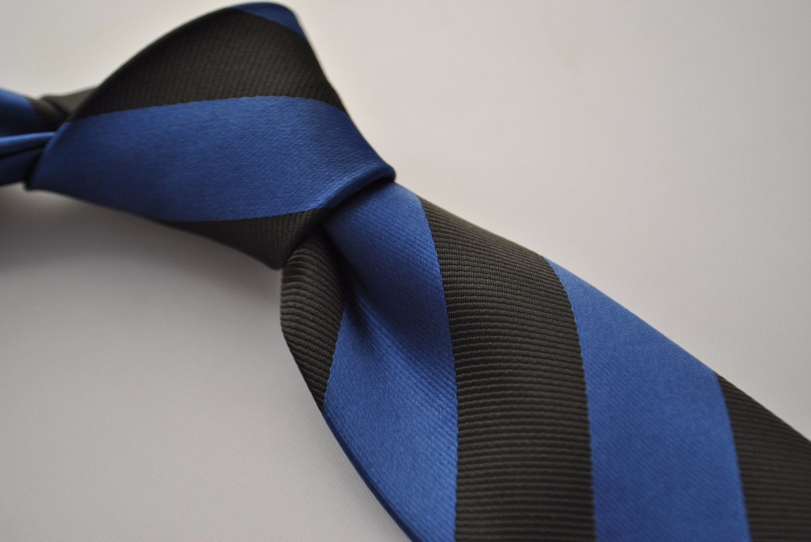 Frederick Thomas black and dark blue barber striped tie FT1780