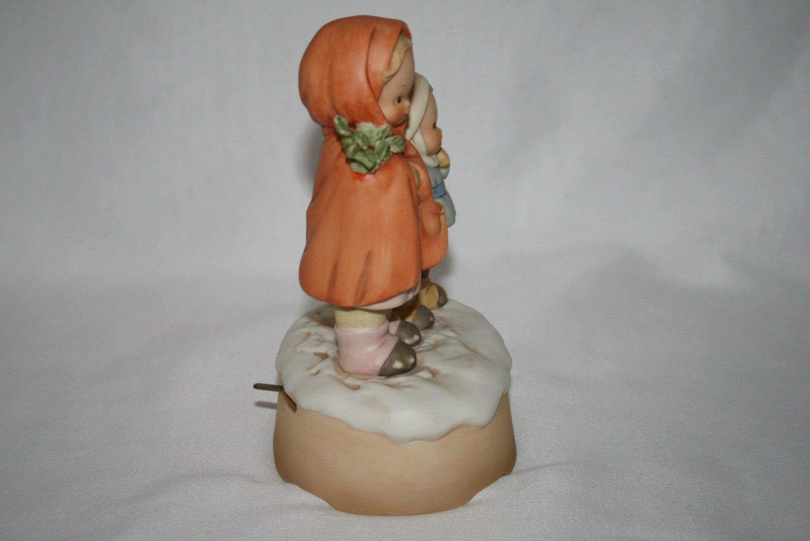 """Memories Of Yesterday 1988 """"We Wish You A Merry Christmas"""" Music Box  #115371"""