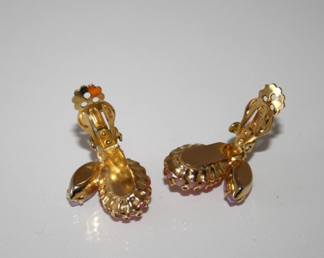 Vintage Gold Tone Shades of Pink Crystal Clip Earrings J108GS