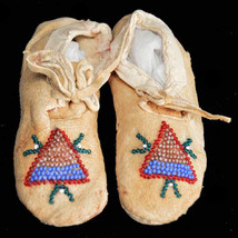 "Vintage Antique Blackfoot Indian Circa 1960 Child 4.5"" Beaded Youth Mocc... - $179.00"