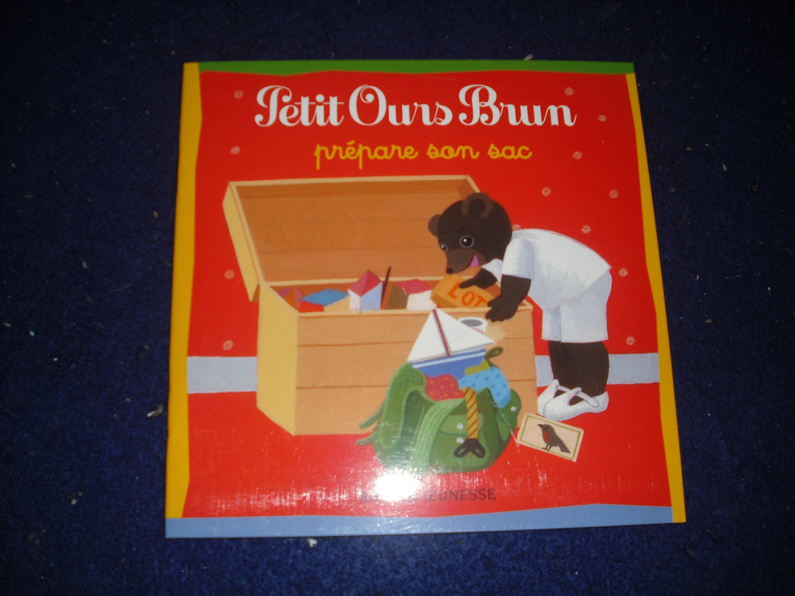 Petit Ours Brun prepare son sac by Marie Aubinais