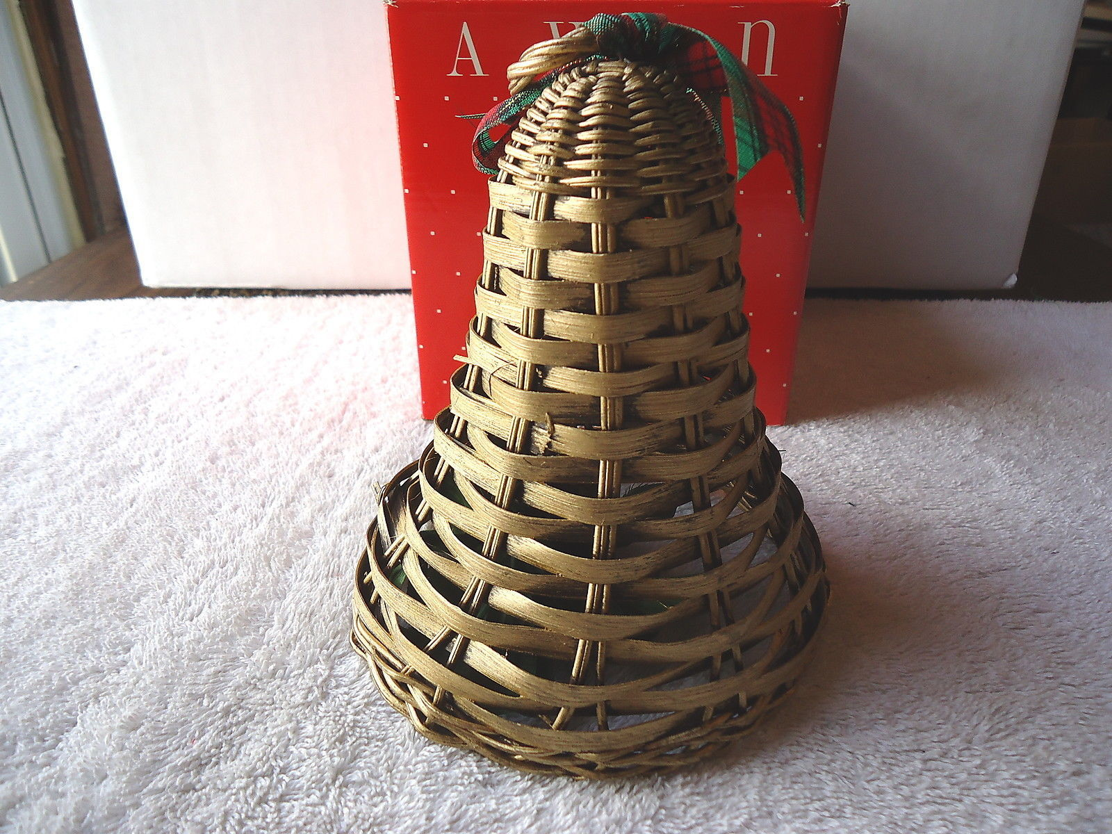 "Vintage Avon Holiday Greetings Wicker Bell "" NIB "" BEAUTIFUL COLLECTIBLE ITEM """
