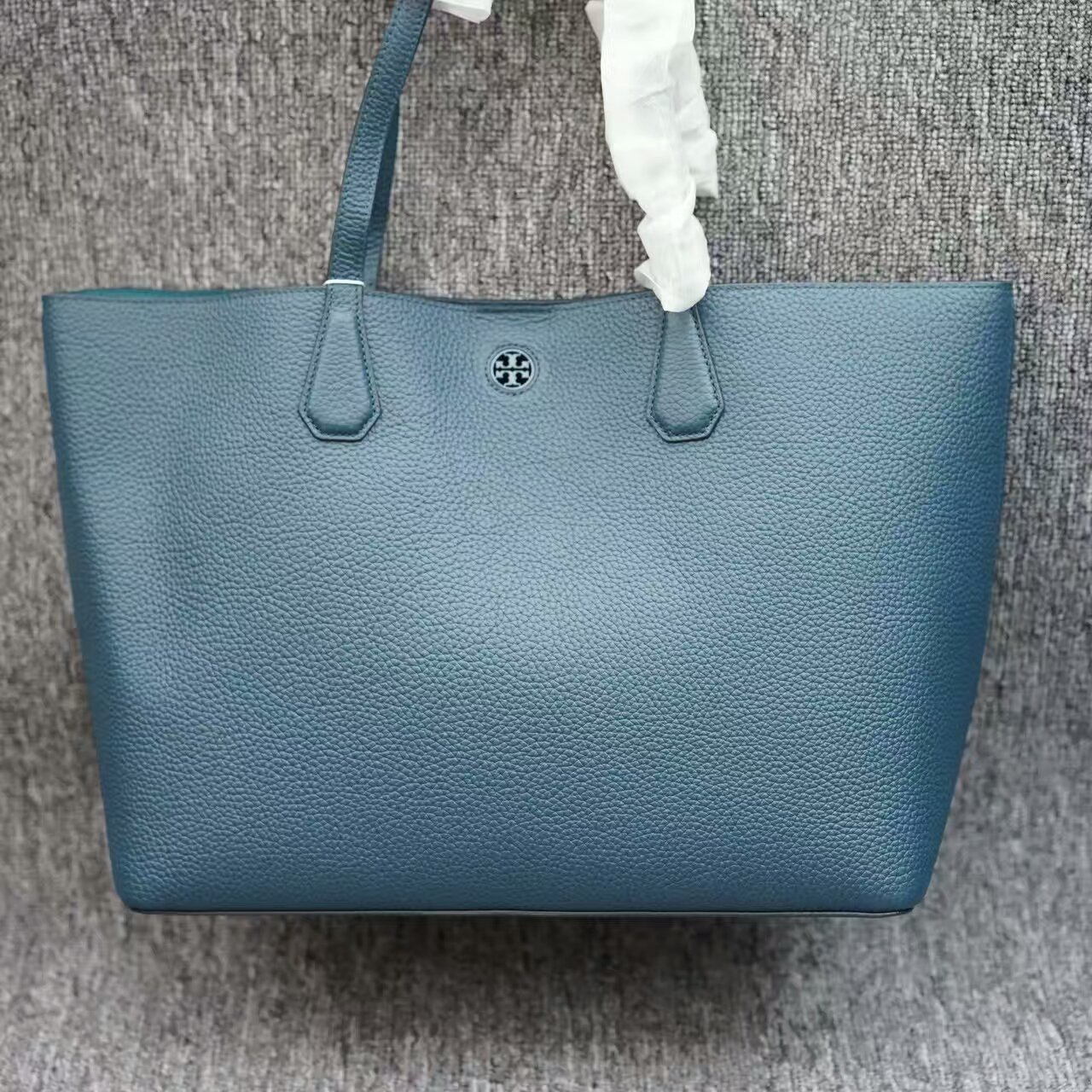 6883d6b6ada Authentic Tory Burch Perry Tote and 50 similar items.  Mmexport1481889833300. Mmexport1481889833300