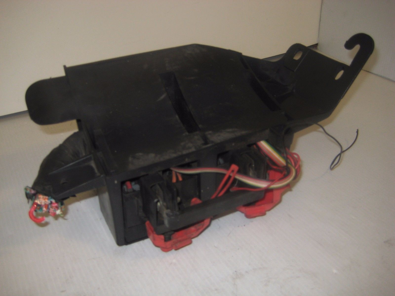CHEVROLET IMPALA 03 04 05  Fuse Box Engine Relay Component OEM image 4