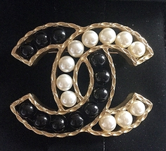 CHANEL PEARL Black & Cream Resin Bead Fashion Brooch Pin GOLD CC Authent... - $620.00