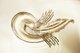 Vintage Signed Judy Lee Brooch Abstract Silver Tone Textured Feather - $12.00