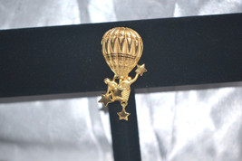 Vintage Signed J.J. Hot Air Balloon Hanging The Stars Gold Tone Brooch - $6.00