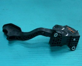 2015 TOYOTA PRIUS C HYBRID ACCELERATOR GAS PEDAL ASSEMBLY 78110-52053 3K OEM  image 2