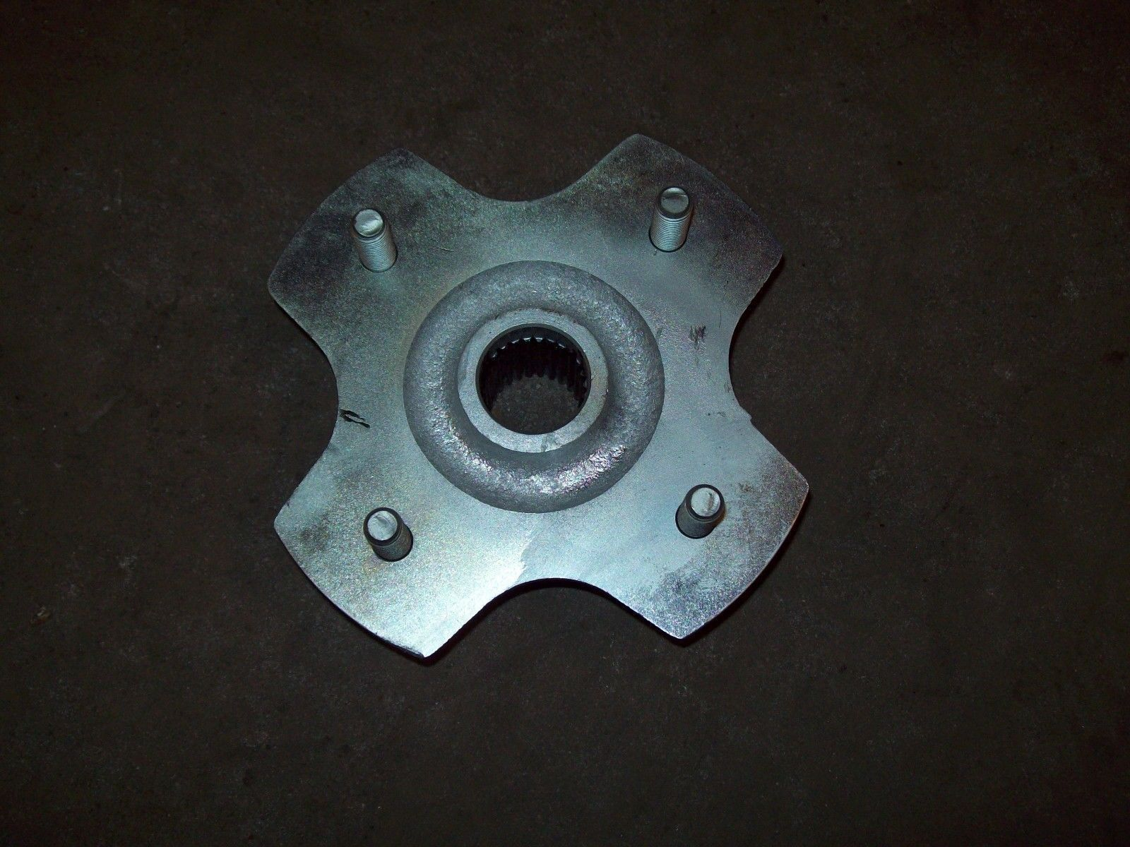 HONDA 350 RANCHER 400 & 450 & 500 FOREMAN NEW RIGHT REAR HUB PART HB115
