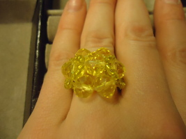YELLOW FLOWER BEAD RING     - $1.50