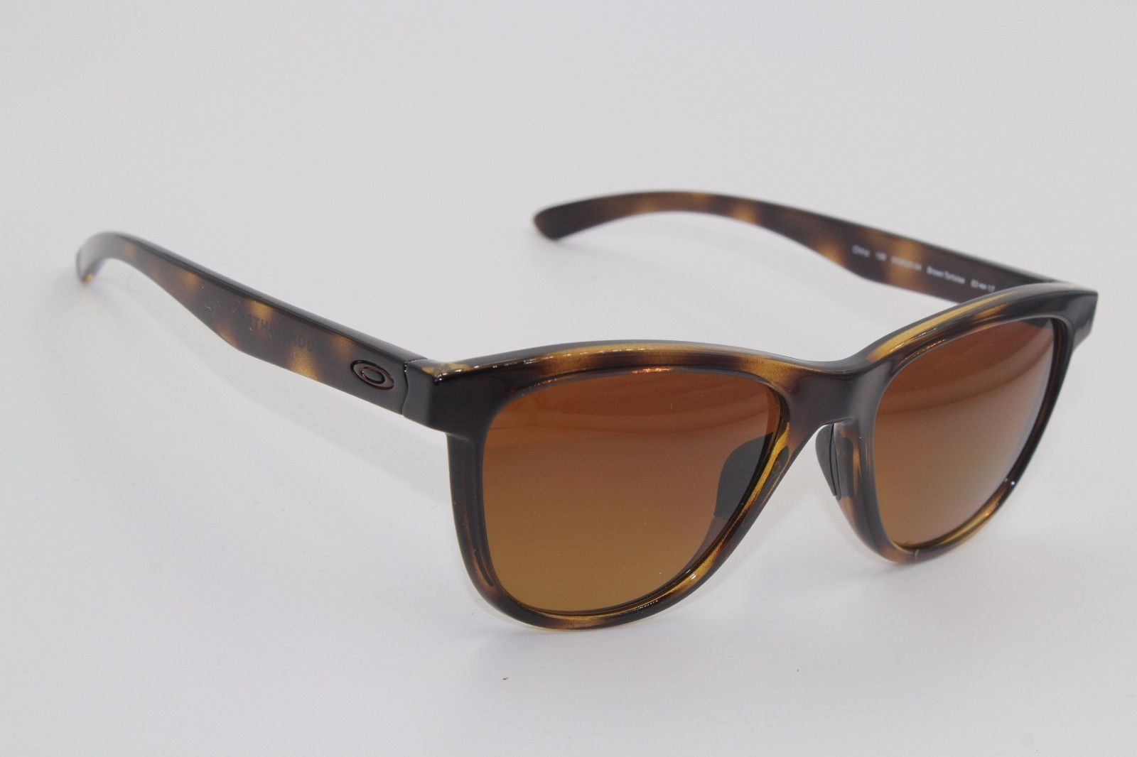 3fa27ab4471 S l1600. S l1600. Previous. NEW OAKLEY OO9320-04 TORTOISE MOONLIGHTER  POLARIZED AUTHENTIC SUNGLASSES ...