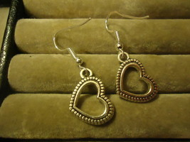 HEART DANGLE EARRINGS      C/S & H AVAILABLE   (Z87) - $2.50