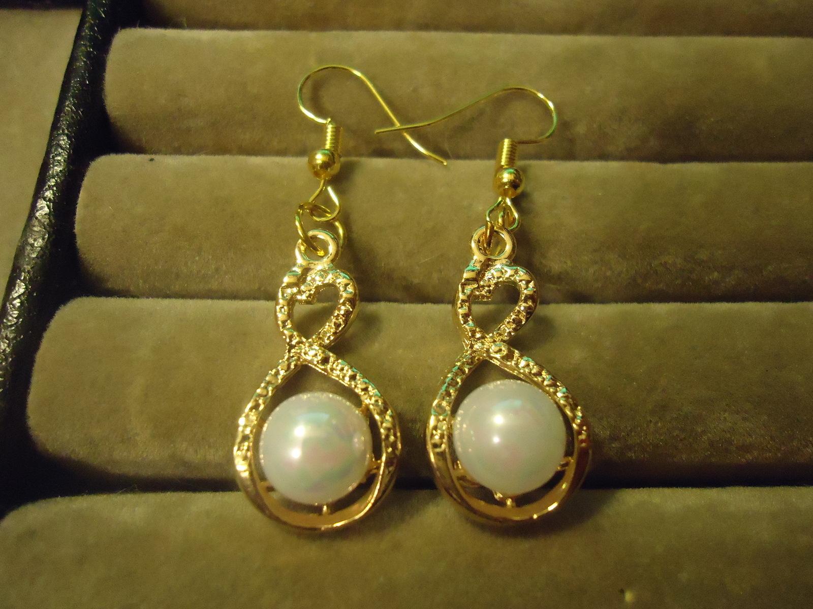 Primary image for BEAUTIFUL GP FAUX PEARL DANGLE EARRINGS COMBINED SHIPPING   (Z97)