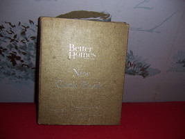1965 Gold Better Homes New Cookbook-5 ring binder-Used-Souvenir Edition - $14.85