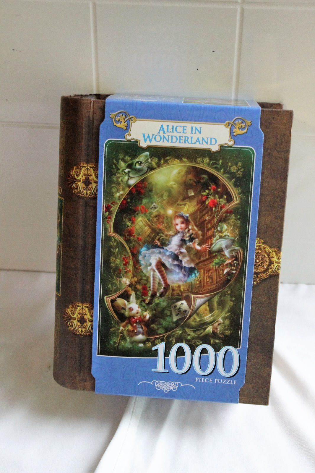 Primary image for Alice in Wonderland - 1000 Piece Jigsaw Puzzle - Masterpieces
