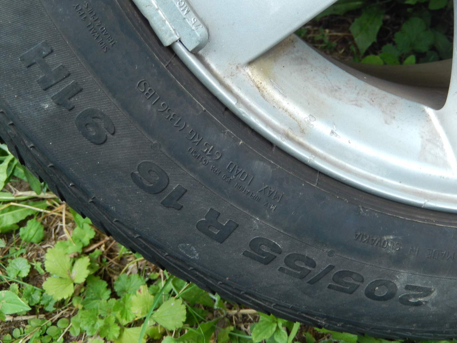 1 Blizzak Bridgestone Tire 215/R6016 and 4 BMW Aluminum Rims