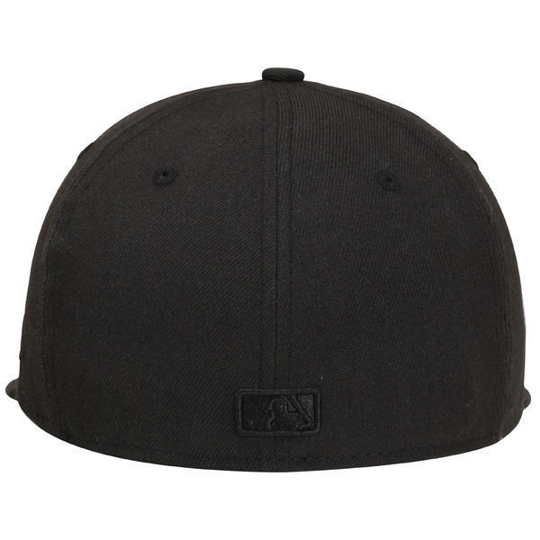 New Era 59Fifty MLB San Francisco Giants Black on Black Fitted Cap