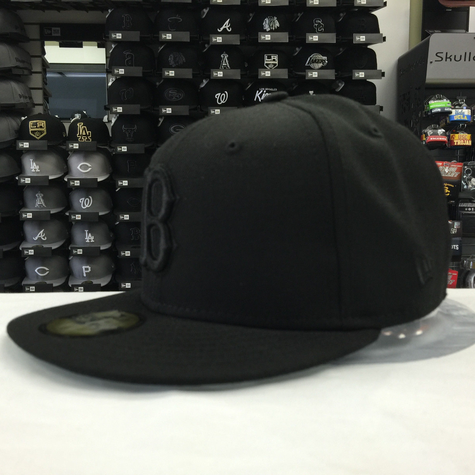 New Era 59Fifty MLB Boston Red Sox Black on Black Fitted Cap