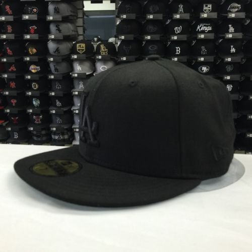 New Era 59Fifty MLB Los Angeles Dodgers Black On Black Fitted Baseball Cap