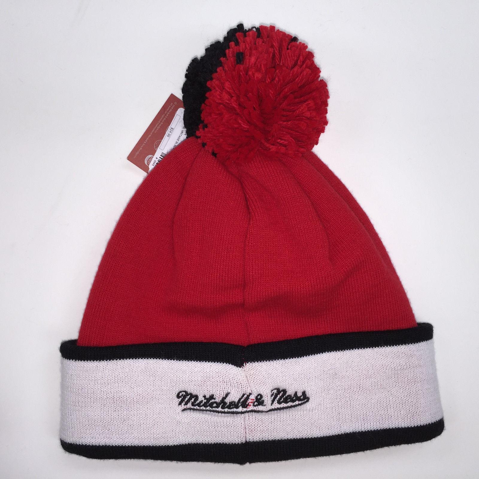 Mitchell & Ness NBA Chicago Bulls Vinatge Black Pom Knit Beanie 9948