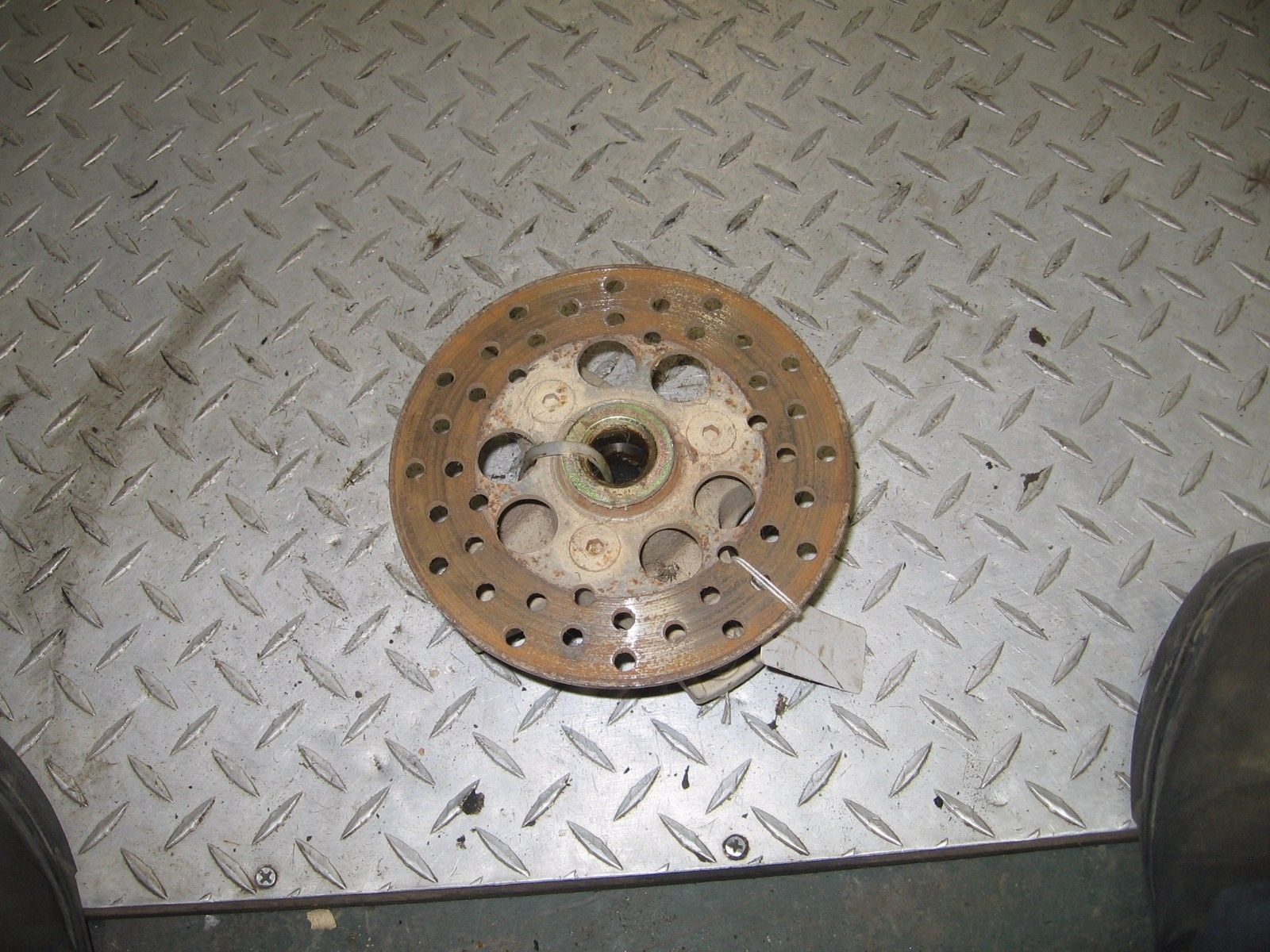 KAWASAKI 1988/2004 BAYOU 300 2X4 LEFT FRONT HUB W/ BRAKE ROTOR DISC  PART 30,572