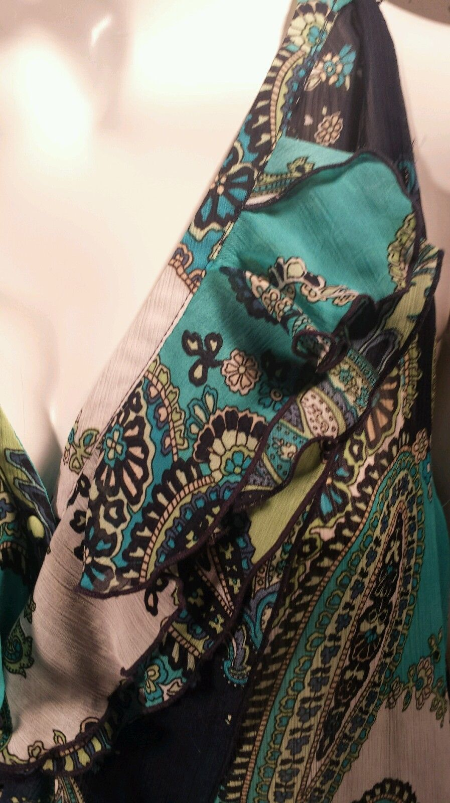 Larry Levine Paisley Sleeveless Blouse